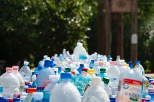 Montagna di plastica inquinamento ambiente