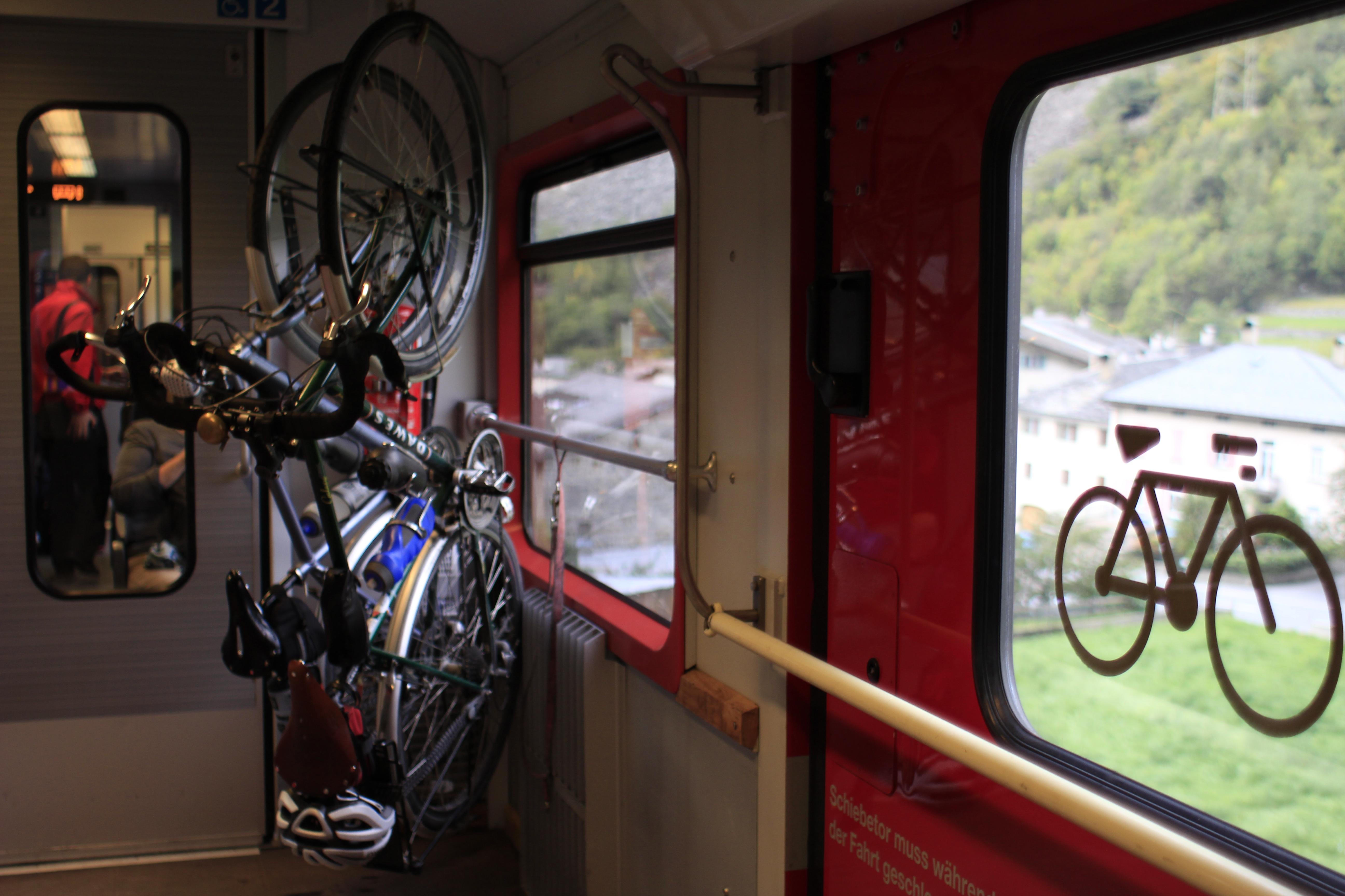 Treno rosso del Bernina ph. Francesco Rasero per eHabitat