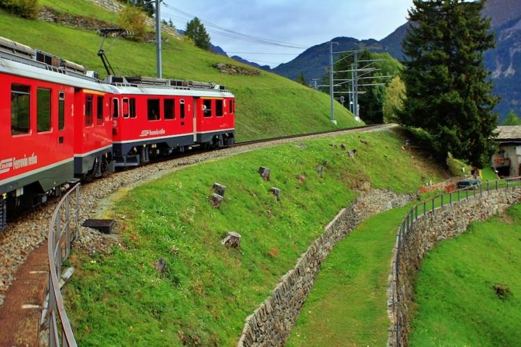 Trenino-rosso-del-Bernina-ph-Francesco-Rasero-eHabitat-_MG_7476-750x500.jpg