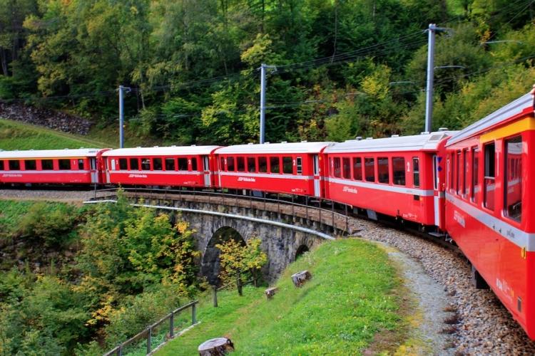 Trenino-rosso-del-Bernina-ph-Francesco-Rasero-eHabitat-_MG_7479-750x500.jpg