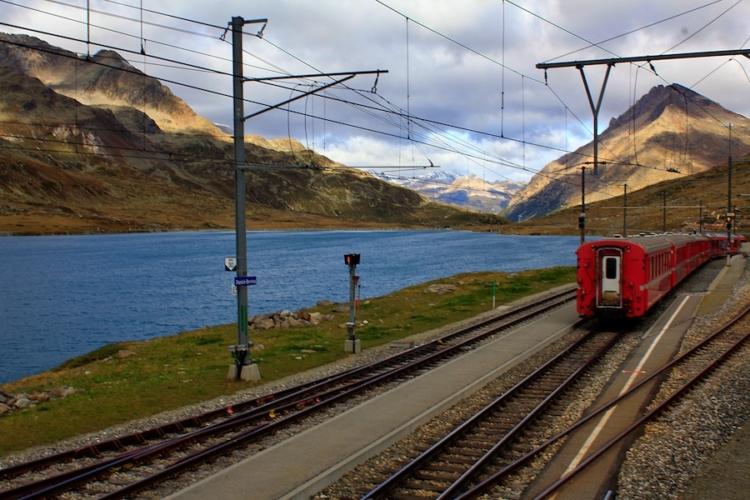Trenino-rosso-del-Bernina-ph-Francesco-Rasero-eHabitat-_MG_7614-750x500.jpg