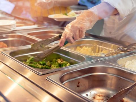 Ridurre il consumo di carne nelle mense universitarie