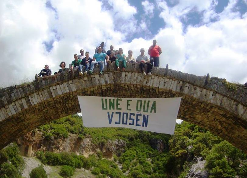 Proteste sul Vjosa (foto Dorina Topoviti per Save the Blue Heart of Europe)