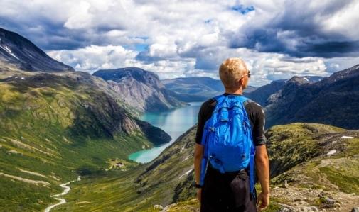 Viaggiatori solitari: tra paura di partire e desiderio di esplorare chi avrà la meglio?