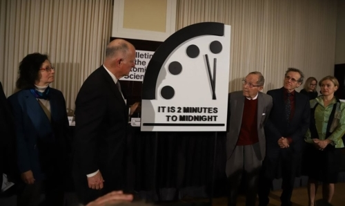 pagina FB Doomsday Clock