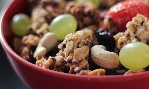 Semi di lino: si possono aggiungere a insalate, frullati, macedonie o muesli