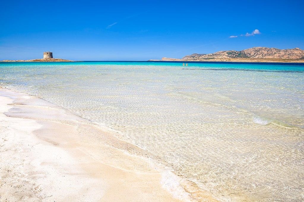 La spiaggia della Pelosa a Stintino (foto di Tommie Hansen - Wikimedia Commons)
