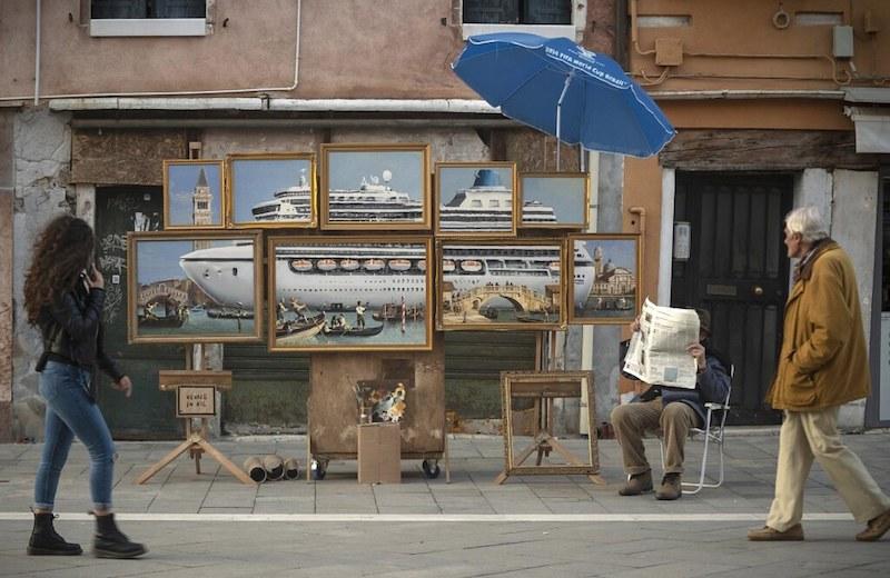 Banksy Venezia sovra-turismo