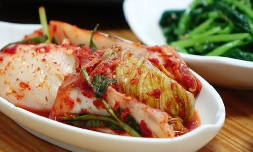 Il kimchi è un piatto piccante a base di verdure fermentare ad alto valore nutrizionale.