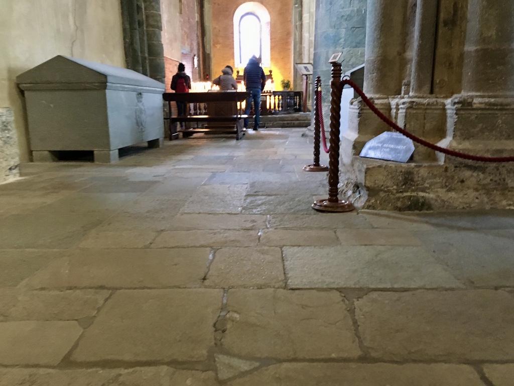 Sacra di San Michele: raggiungibile anche a piedi, l'antica abbazia è ricca di simboli magici ed esoterici. All'ingresso è presente un 'punto energetico', riconoscibile per il colore più chiaro della piastrella.