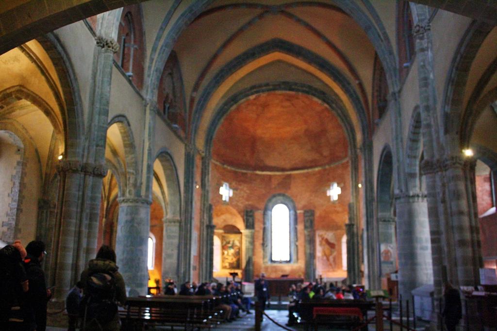 Sacra di San Michele, l'interno della chiesa benedettina