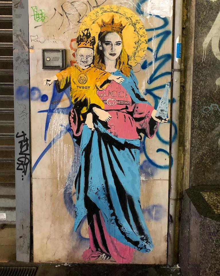 Santa Chiara con acqua benedetta. Autore: Tvboy. Location: Milano, Italia (foto Instagram @tvboy)