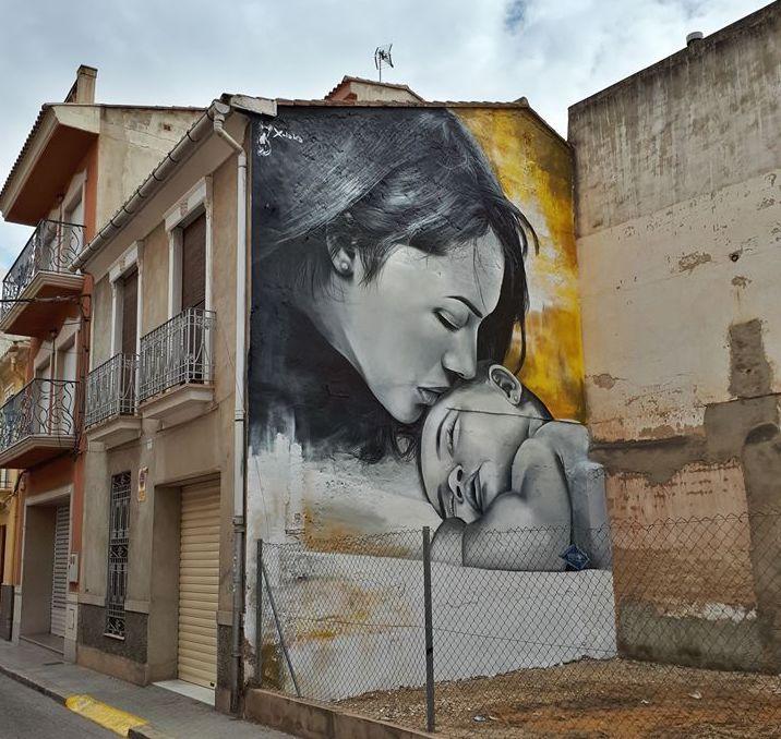 El Beso. Artista: Xolaka. Location: Picassent, Spagna (foto Twitter @El_Xolaka)