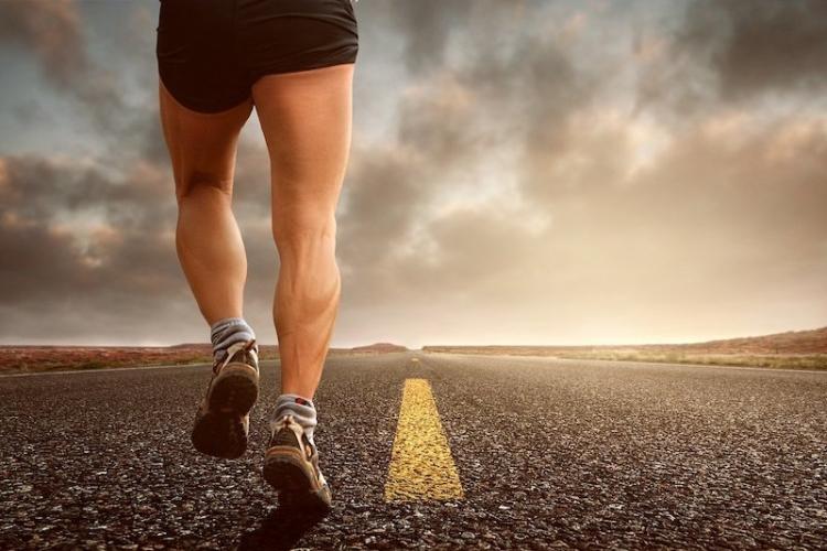 Dolore al ginocchio, 8 consigli per ridurre i rischi..