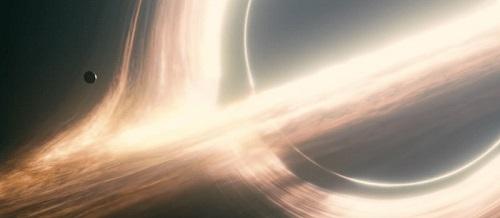 """""""Gargantua"""" ovvero il gigantesco buco nero teorizzato da Kip Thorne in cui sarebbe possibile, nel film, muoversi nello spazio-tempo."""