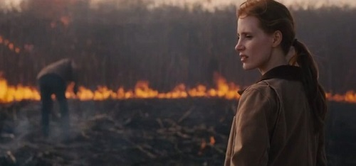 Jessica Chastain è Murph, figlia minore di Cooper (Mattew McConaughey), in cerca di una soluzione per l'umanità riprendendo la ricerca del dott. Brand.