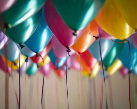 Palloncini colorati in plastica monouso