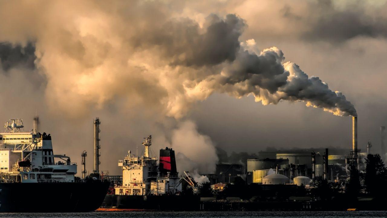 Intesa Sanpaolo finanzia il settore dei combustibili fossili