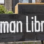 Insegna della biblioteca umana