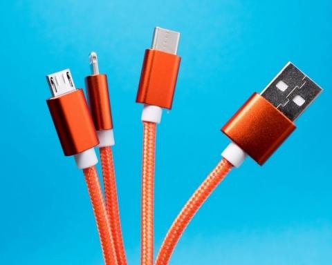 I caricabatterie universali al posto di diversi cavi
