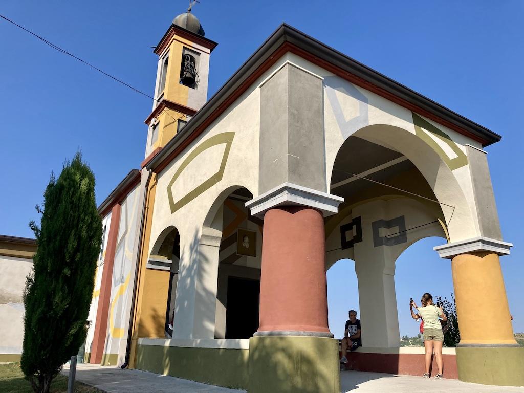 Coazzolo   La Chiesetta della Beata Maria Vergine del Carmine opera di David Tremlett