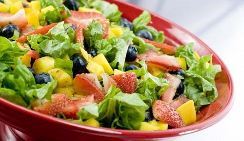 Frutta e verdura devono abbondare sulle nostre tavole estive.