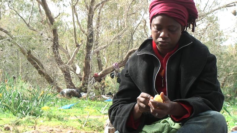 Aicha, madre di quattro bambini, ha vissuto sui monti prima di essere arrestata dalle autorità