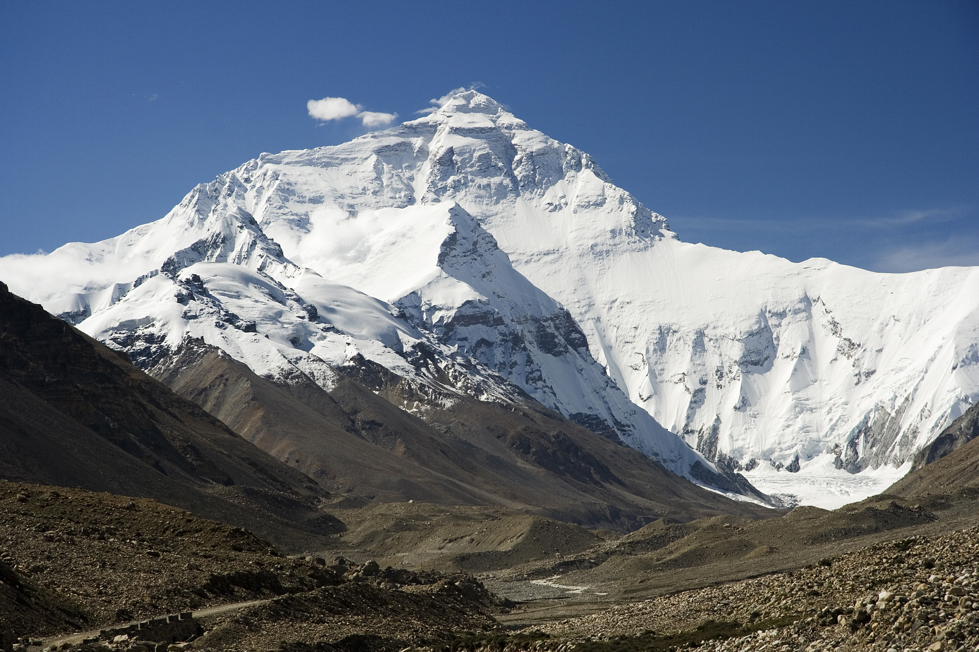 Everest_North_Face_toward_Base_Camp_Tibet_Luca_Galuzzi_2006