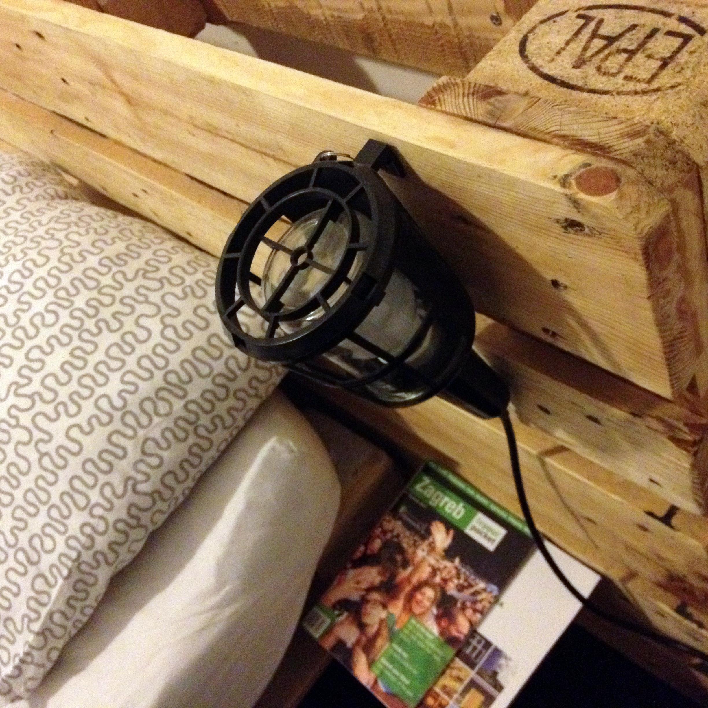 Strutture letto costruite con i pallets