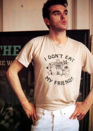 """""""I don't eat my friends"""", la t-shirt di Morrissey contro il cibo a base di carne"""