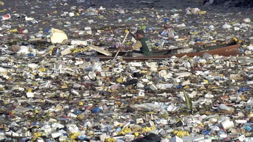Un'immagine del Pacific Ocean Garbage Patch, che ha ispirato l'aspetto di Plastic Beach