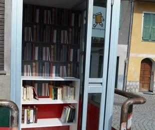 Ex cabina telefonica diventa libreria a Ormea (CN) - Foto: libero.it