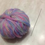 Gomitolo di lana e uncinetto