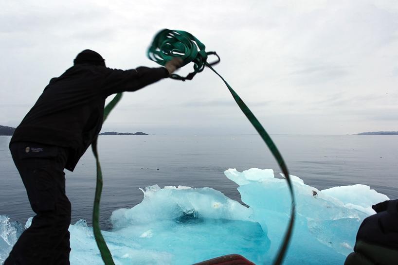 olafur-eliasson-ice-watch-project-climate-change-greenland-copenhagen-designboom-03