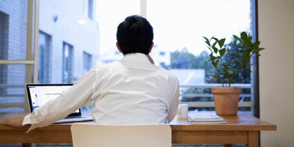 tornare al lavoro: pianta in ufficio