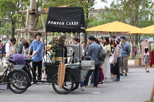 pompon cakes